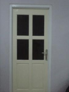Pintu menuju ruang cuci-jemur